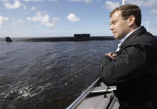 Дешевая нефть топит премьера Медведева
