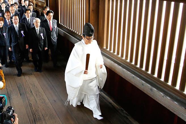 Япония ждет вертолет с деньгами
